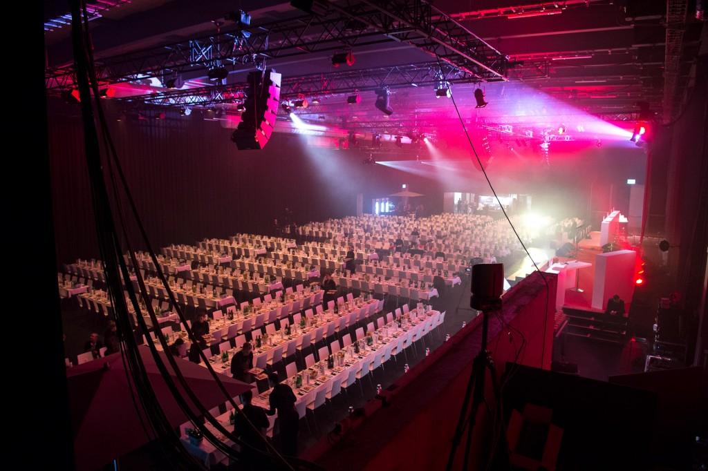 730 Sitzplätze